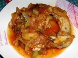 Сом в грибному соусі