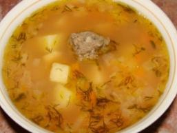 Суп з рибних фрикадельками.
