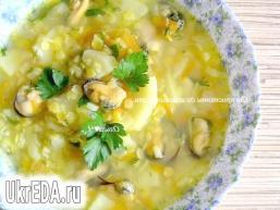 Суп з жовтою сочевицею і мідіями