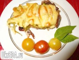 Свинина під болгарським перцем та сиром