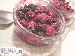 Теплий десерт з ягодами