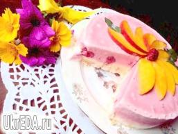 Торт-морозиво з меренгою і фруктами
