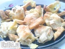 Закуска з листкового тіста з сиром брі