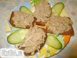 Закусочні бутерброди з печінкою тріски