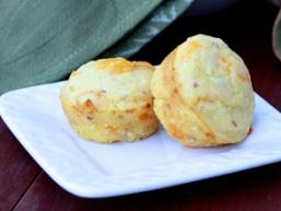 Закусочні маффіни з сиром, кукурудзою і тунцем