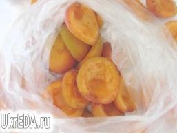 Заморожені абрикоси