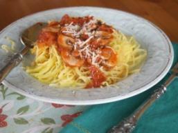 Гриби в томатному соусі