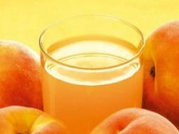 Компот зі свіжих абрикосів або слив