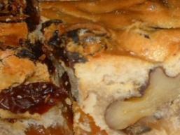 Коврижка з родзинками і горіхами