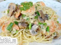Спагетті з креветками і грибами