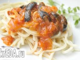 Спагетті з маслинами в томатному соусі