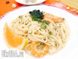 Спагетті з морепродуктами і печерицями