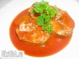 Судак в томатному соусі