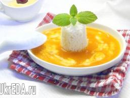 Фруктовий суп-пюре з заварним соусом і рисом.