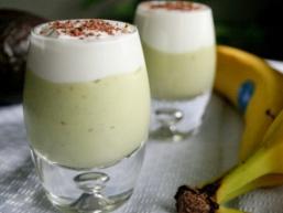 Молочний коктейль з бананом і авокадо