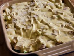 Салат з брокколі з куркою і грибами
