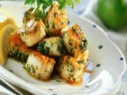 Салат з морського гребінця і овочів
