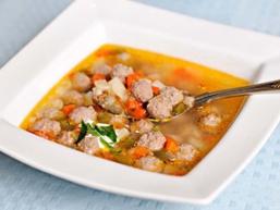Суп з фрикадельками і рисом