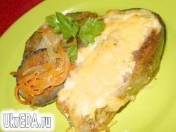 Товстолобик запечений з овочами і сиром