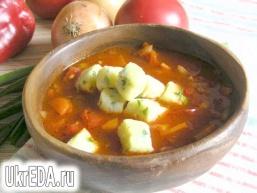 Томатний суп з сирними галушками
