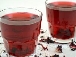 Чай з пелюстками троянд і м'ятою