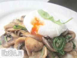 Яйця пашот з грибами