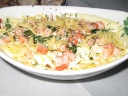 Сирно салат з ананасами